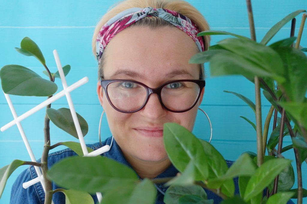 Joanna w wśród kwiatów